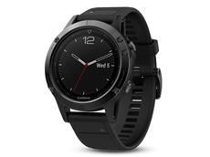 Garmin Fenix 5 GPS Multisportuhr mit Saphirglas schwarz, schwarzes Armband